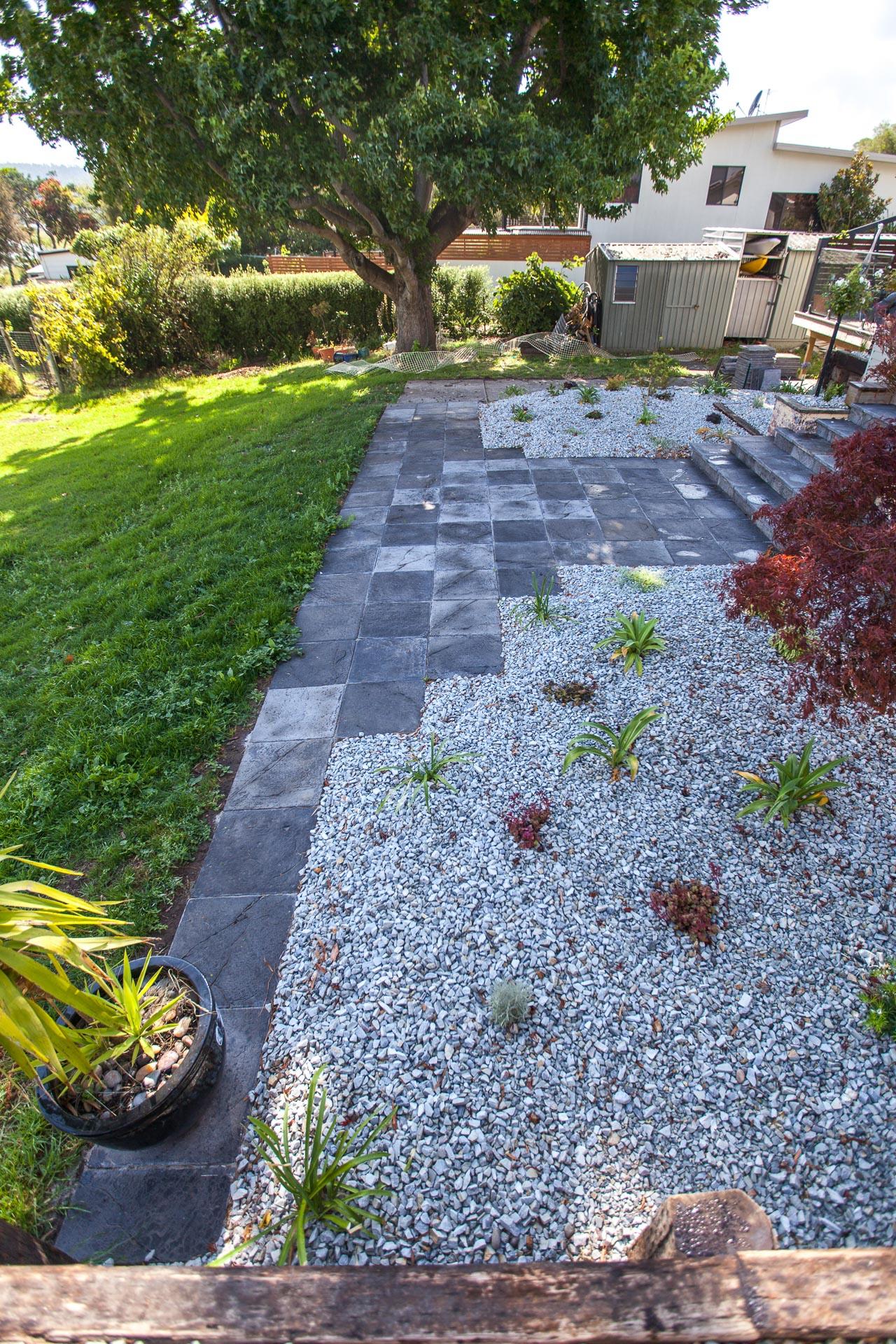 Garden edging andrew nicholson landscapes for Aspect landscape