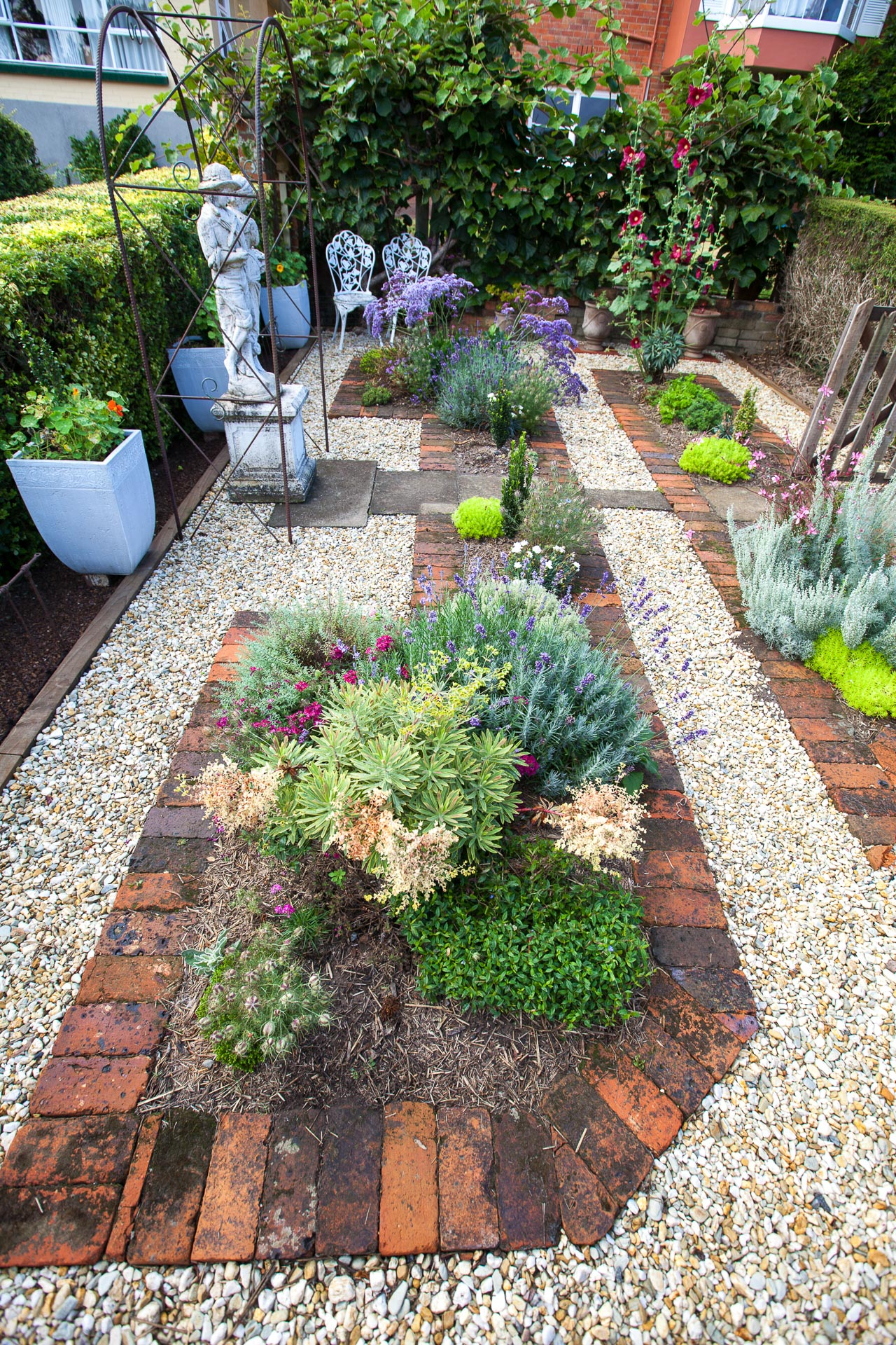 Cottage Garden With Brick Paving