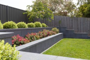 paving and block retaining wall using pavers landscaping